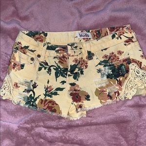 Gorgeous Floral Print yellow shorts w Lace accent